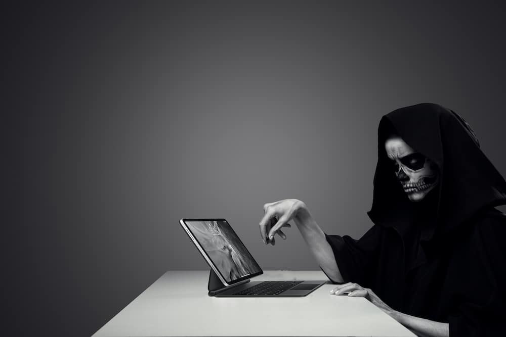 death-at-desk-with-computer